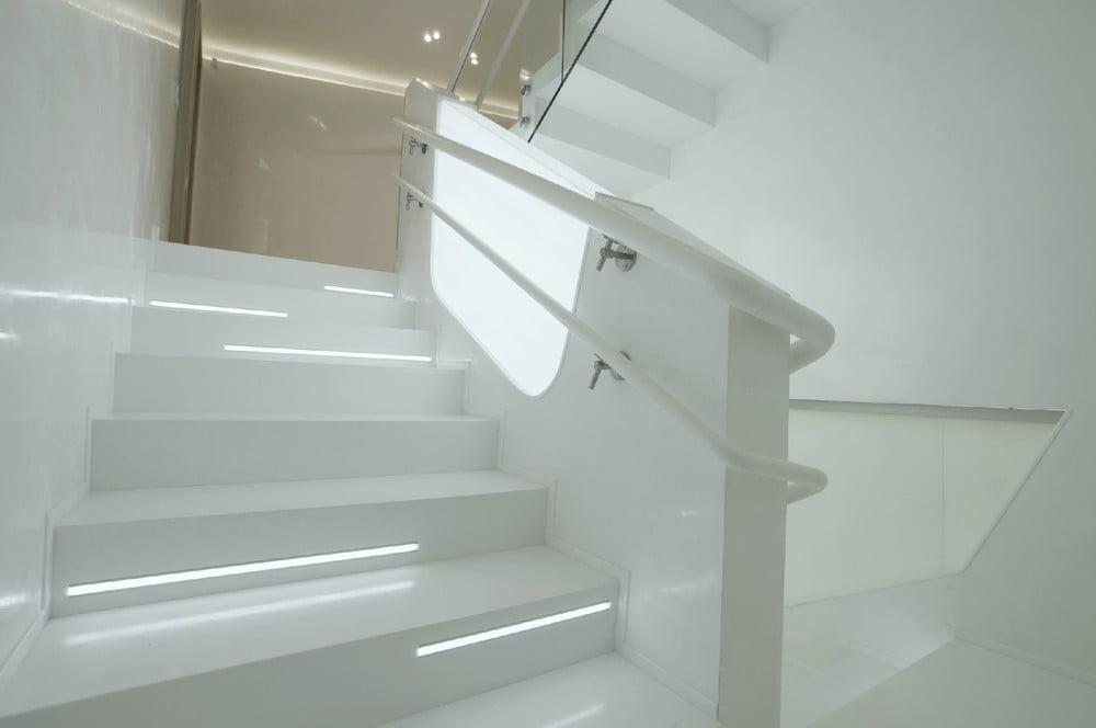 Brillante y moderno diseño de escalera