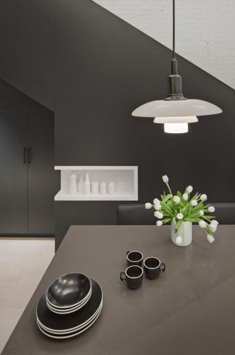Diseño del comedor con lámparas de techo