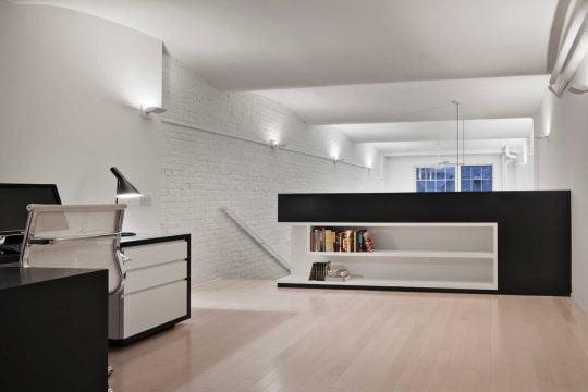 Diseño del dormitorio – estudio ubicado en el mezzanine del apartamento