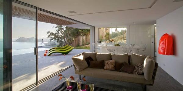 Vista de la sala esta integrada a la terraza formando un gran ambiente social dentro de la casa
