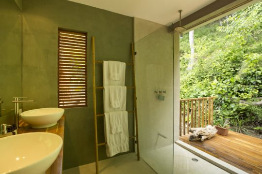 Diseño de cuarto de baño en color verde