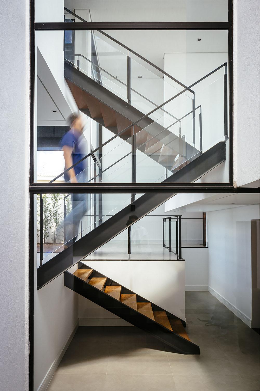 Diseño de escaleras entre los pisos