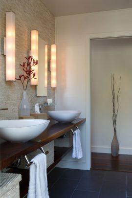 Diseño de moderno cuarto de baño principal con dos lavatorios (revisar los planos de la vivienda: Master Bath)