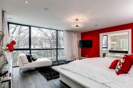 Diseño del dormitorio principal con diván