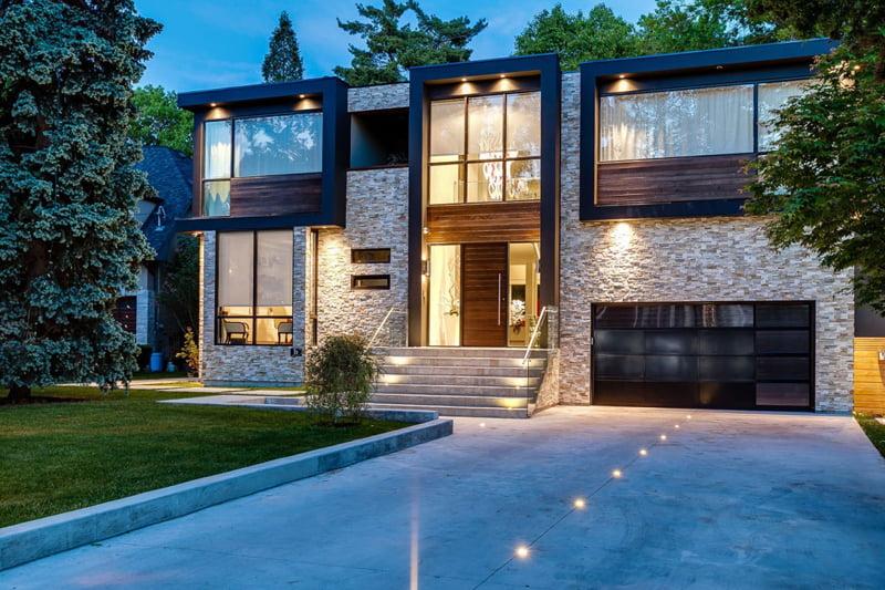 Fachada de casa de dos pisos de piedra y madera Diseño de fachada con aplicaciones de madera y piedra (7 Ashley Park Road )