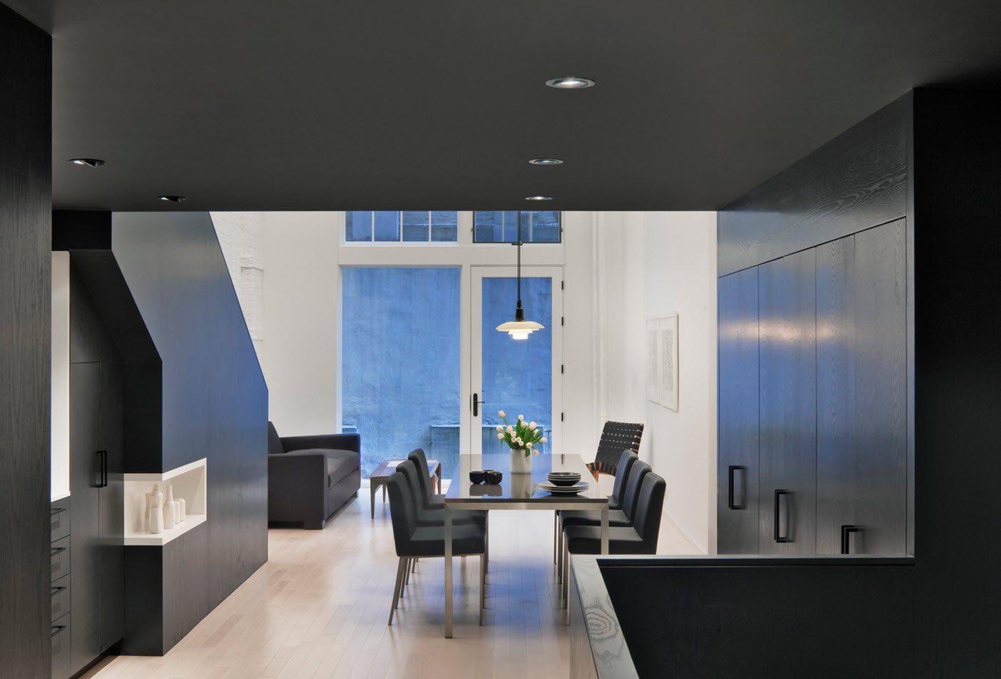 Vista de la sala desde la pequeña cocina del apartamento