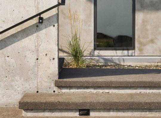 Estos pisos y paredes mantienen la textura rústica del entorno, así tambien como las tonalidades del color